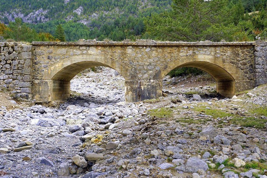 Pixabay-old-bridge-1251047_1920-3x2.jpg