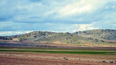 Los partidos políticos exponen sus propuestas sobre renovables ante asociaciones empresariales y organizaciones ecologistas