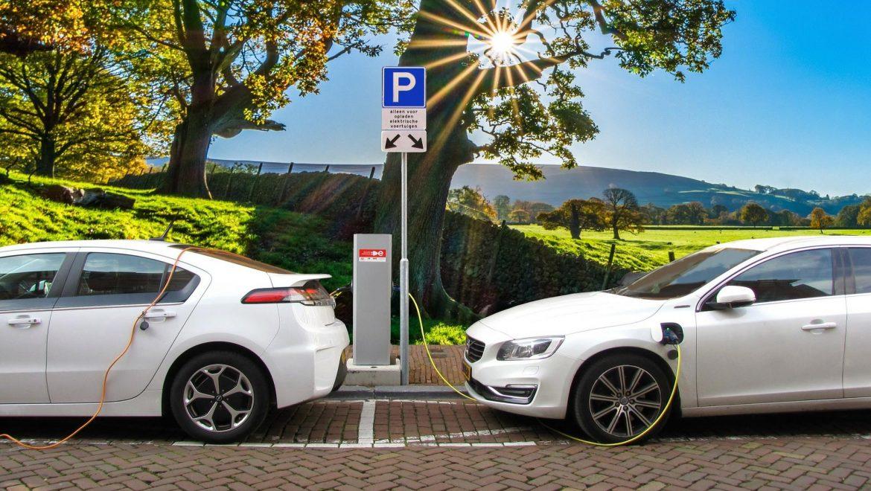 APPA Renovables y AEDIVE firman un acuerdo para impulsar el vehículo eléctrico sostenible