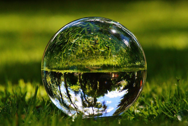 glass-ball-1480305_1920.jpg